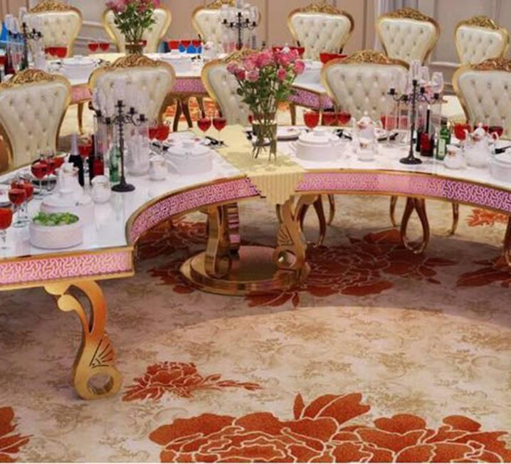 Halfmoon Royal Table